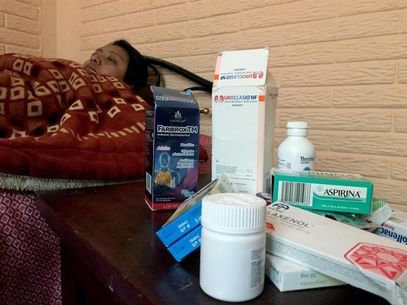 Una mujer con problemas de hipocondriasis toma un descanso en una clínica en Ciudad de México.