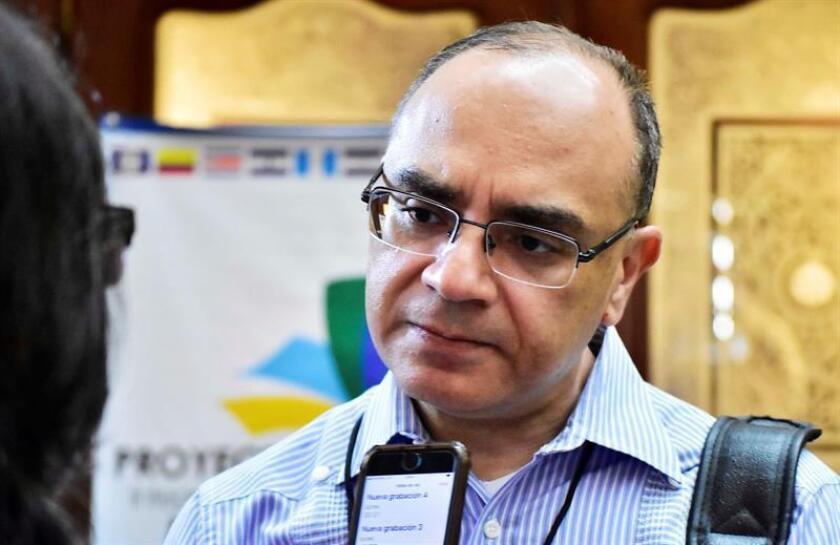 Melvin Redondo, secretario general de la Secretaría de Integración Económica Centroamericana (Sieca), habla este jueves en entrevista con Efe durante la XVII Cumbre de Tuxtla, en la ciudad de San Pedro Sula (Honduras). EFE/ José Valle