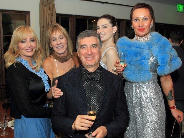 Barbara Kruer, Roxana Foxx, with Alex, Elizabeth, and Tatiana Uzilevskaya
