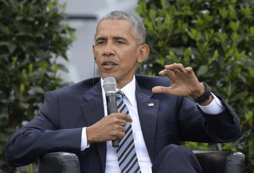 El presidente estadounidense, Donald Trump, culpó hoy a su antecesor en el cargo, Barack Obama (2009-2017), por no actuar para prevenir el ataque cibernético ruso contra los servidores de la campaña de la demócrata Hillary Clinton que pretendía influir en las presidenciales de 2016. EFE/ARCHIVO