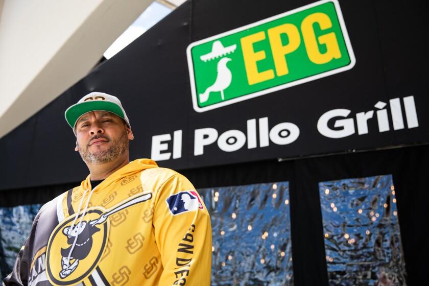 Víctor López, propietario de El Pollo Grill, se encuentra fuera de la fachada de la tienda en Otay Ranch Town Center
