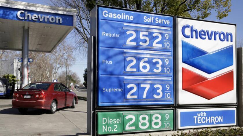 Los precios del combustible, expuestos en una gasolinera Chevron en Sacramento, el 8 de febrero pasado (.