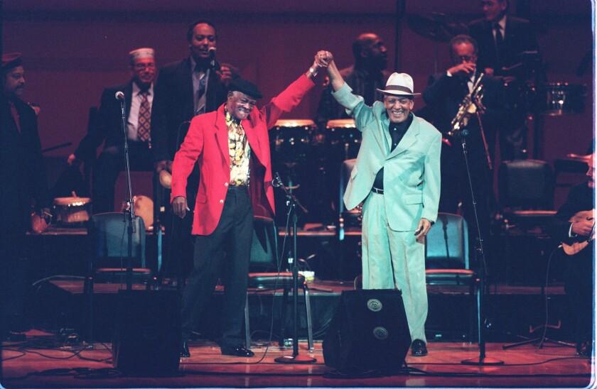 Buenavista Social Club con su formación original de fines de los '90; los cantantes Ibrahim Ferrer y Compay Segundo, al frente, ya han fallecido.