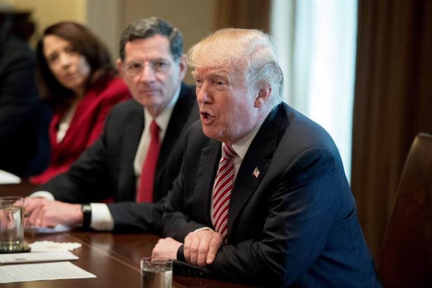 El presidente de EE.UU., Donald J. Trump, durante una reunión sobre infraestructura con los miembros del Congreso celebrada en la Casa Blanca, en Washington, EE.UU., hoy, 14 de febrero de 2018. EFE