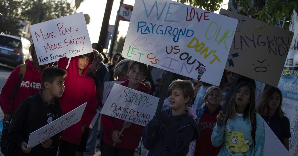 Ένα φράχτη πηγαίνει να αποτρέψει τους πυροβολισμούς σε σχολεία, και σε μια γειτονιά χάνει το πάρκο
