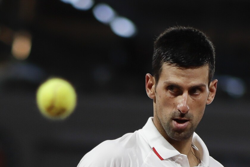 Djokovic Debuta Sin Apuros En Roland Garros San Diego Union Tribune En Espanol