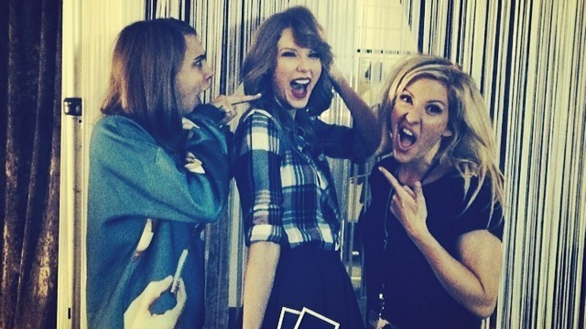 Taylor Swift Joins Short Hair Don T Care Club Debuts Bob Cut Los Angeles Times