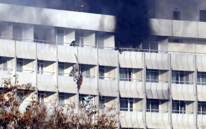 La ONU condenó hoy el asalto de un comando talibán al Hotel Intercontinental de Kabul que tuvo lugar el sábado por la noche y en el que murieron una veintena de personas, catorce de ellas extranjeras. EFE