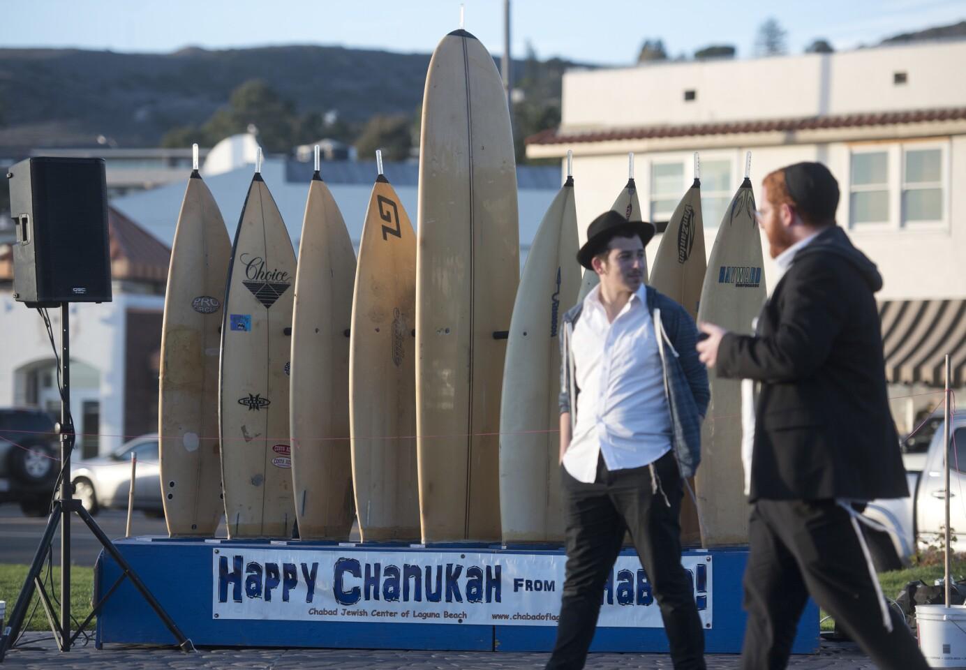 tn-dpt-me-surfboard-menorah-gallery-20181203-001