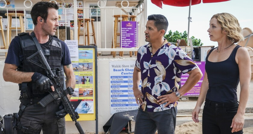 """McGarrett (Alex O'Loughlin, left) works with Magnum and Higgins (Jay Hernandez, Perdita Weeks) in a new """"Hawaii Five-0""""/""""Magnum P.I."""" crossover event on CBS."""