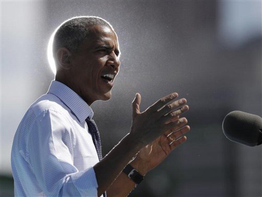 """El presidente de EEUU, Barack Obama, reivindicó hoy a los indocumentados como estadounidenses """"a todos los niveles, excepto por un pedazo de papel"""" en la proclamación del Mes de la Herencia Hispana, que se extenderá hasta el 15 de octubre."""