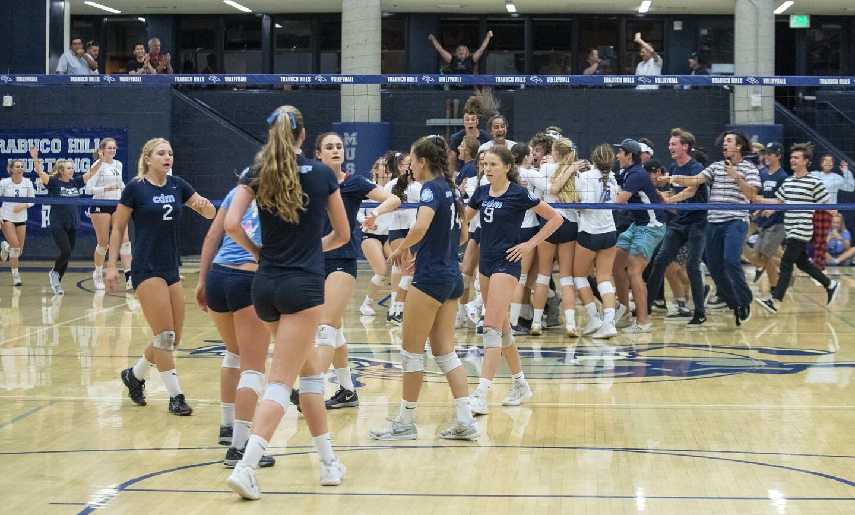 Photo Gallery: Corona del Mar vs. Trabuco Hills in girls' volleyball