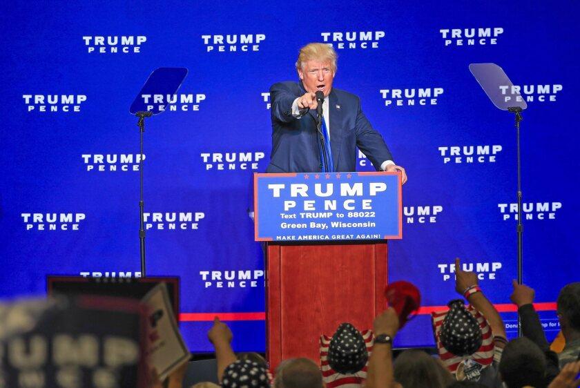 El empresario y candidato presidencial republicano Donald Trump, habla durante un evento de campaña en el KI Convention Center en Green Bay, Wisconsin (EE.UU.). EFE/TANNEN MAURY