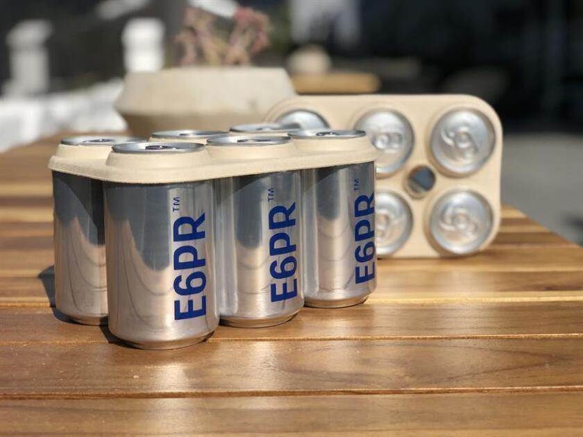 Fotografía cedida, sin fecha, que muestra el prototipo de los Eco Six Pack Ring de la empresa Saltwater Brewery. Una cervecería de Florida es la primera del país en usar los anillos biodegradables E6PR, que han empezado a producirse industrialmente para reemplazar los plásticos que sujetan las latas empaquetadas en seis unidades con el fin de evitar daños al medioambiente. EFE/Saltwater Brewery/SOLO USO EDITORIAL/NO VENTAS
