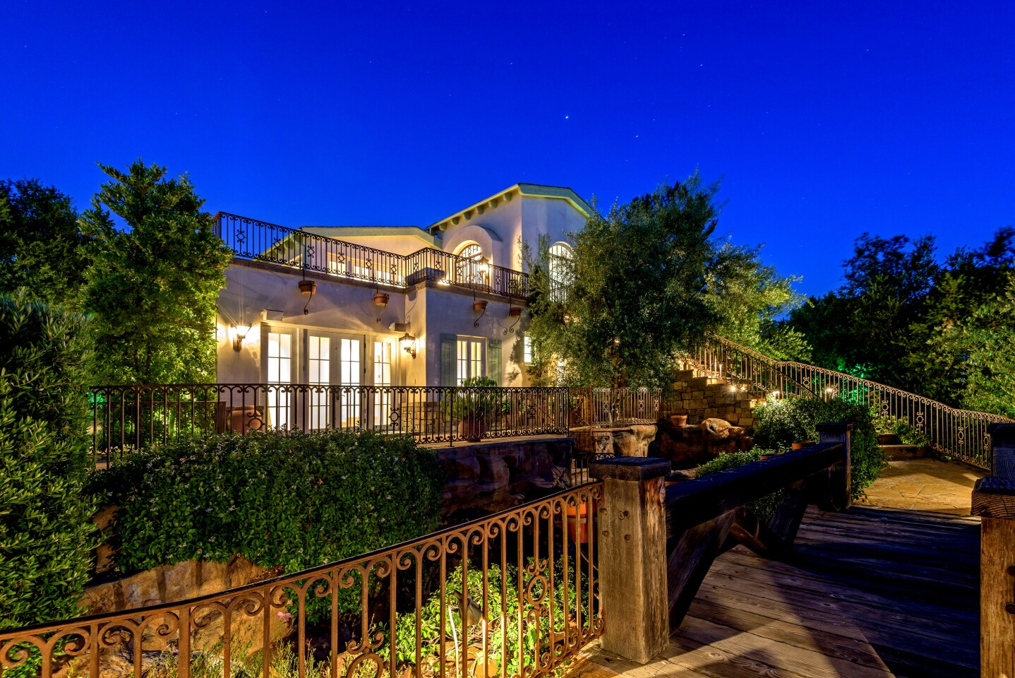Actress Eva Longoria found a buyer for his Hollywood Hills compound in St. Louis Cardinals owner Bill DeWitt. The 2.75-acre compound, once owned by Tom Cruise, has multiple structures including two studios, a villa and a four-bedroom guest house. Stone pathways and bridges lend a whimsical quality to the grounds, which feature a resort-style pool lined with boulders.