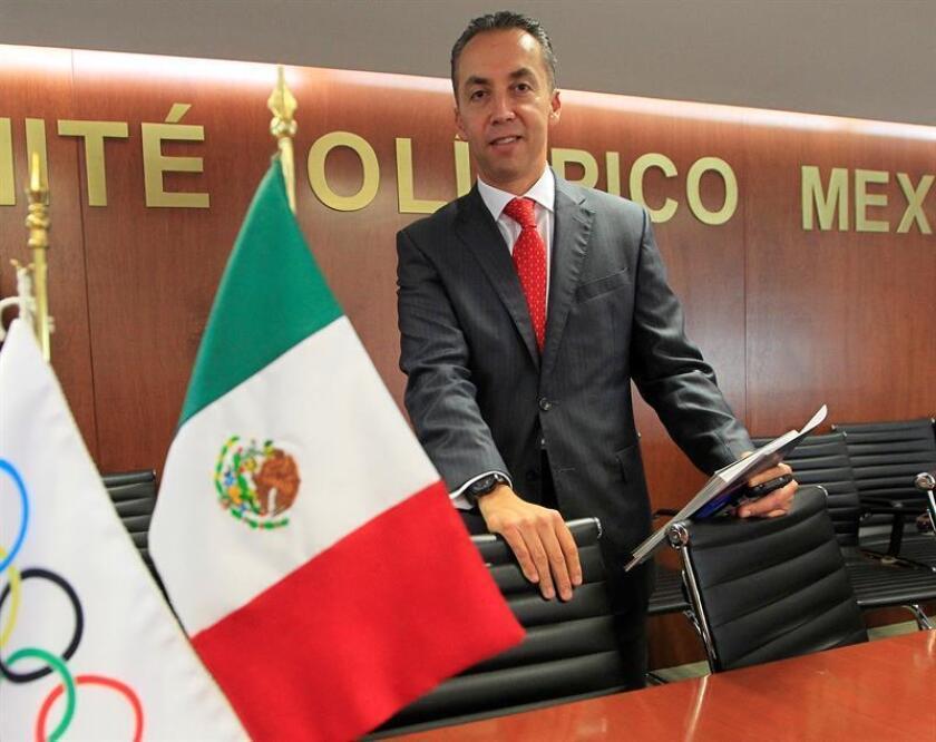 """El productor Alejandro Reyes posa durante la presentación del documental """"Los Juegos Olímpicos de México 68, Memorias Imborrables"""" hoy, miércoles 3 de octubre de 2018, en Ciudad de México (México). EFE"""