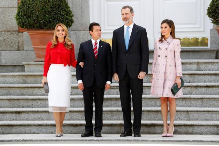 El rey Felipe VI, la reina Letizia, acompañados del presidente de México, Enrique Peña Nieto y su esposa, Angélica Rivera, durante la recepción en el Palacio de la Zarzuela, quienes ofrecerán un almuerzo en su honor en su Visita de Estado a España.EFE