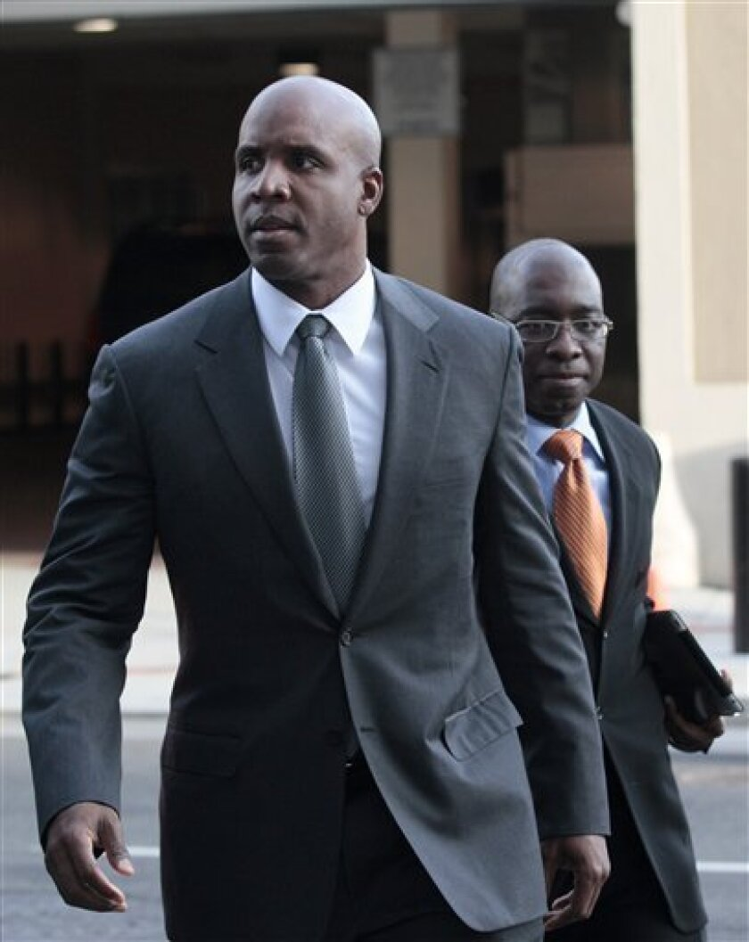 Former baseball player Barry Bonds, foreground, arrives for his trial at federal court in San Francisco, Tuesday, March 29, 2011. (AP Photo/Jeff Chiu)