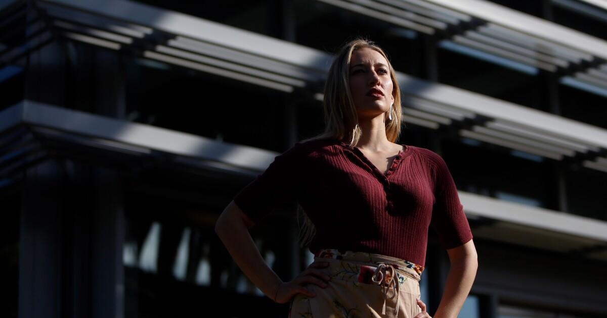 'Scarlet letter undang-undang': L. A. pemain dewasa menyerang kembali terhadap negara registry tagihan