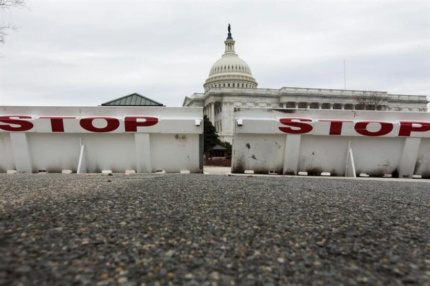 Detalle de una barricada frente al Capitolio de los Estados Unidos en Washington, DC, EE. UU. EFE/Archivo