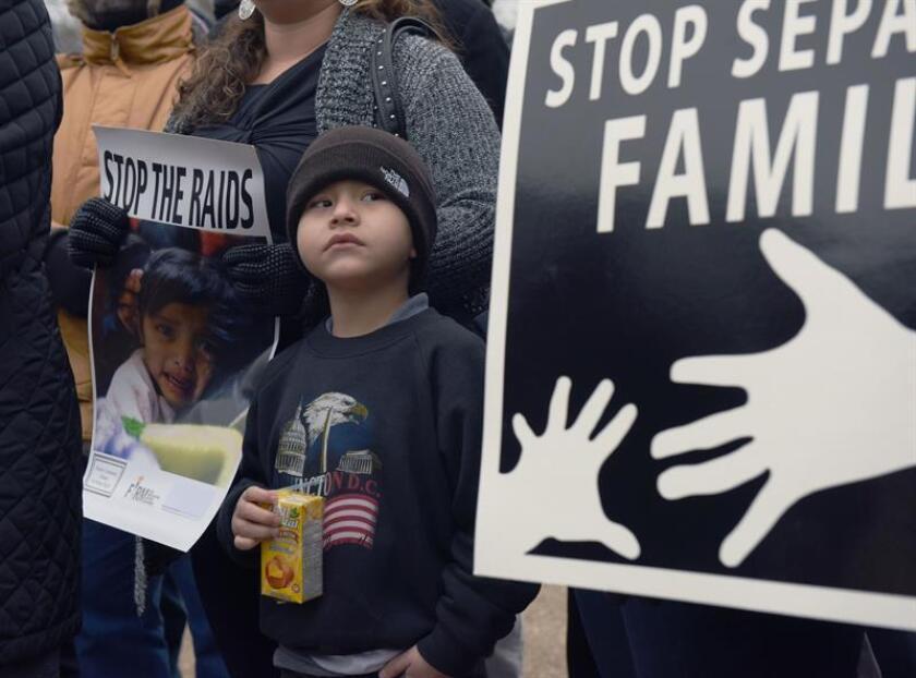 La organización humanitaria Niños con Necesidad de Defensa (KIND, por su sigla en inglés) denunció hoy que la Administración de Donald Trump aplica la estrategia de separar a las familias de inmigrantes para desalentar el cruce en la frontera. EFE/Archivo