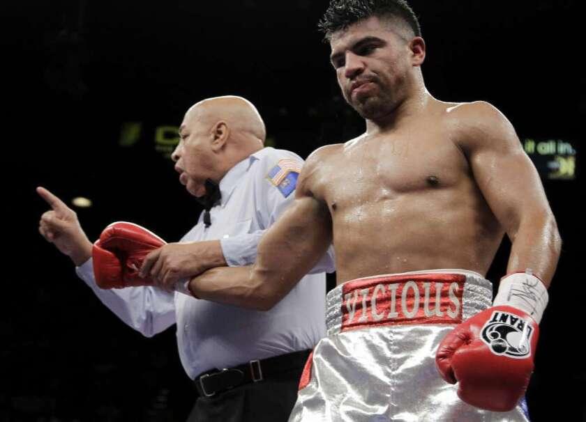 El excampeón mexicoamericano Víctor Ortiz enfrenta una orden de ARRESTO en California
