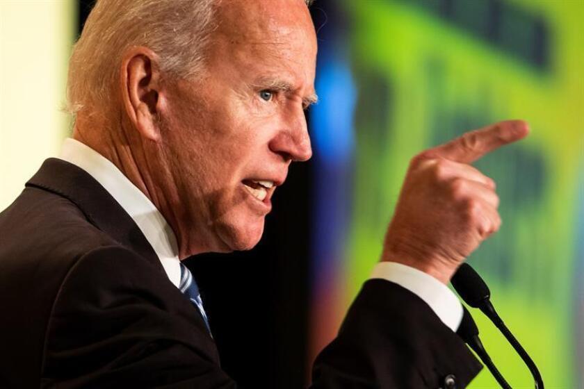 El ex vicepresidente estadounidense Joe Biden ofrece un discurso durante un evento en la Asociación Internacional de Bomberos este martes, en Washington, Estados Unidos. EFE/Archivo