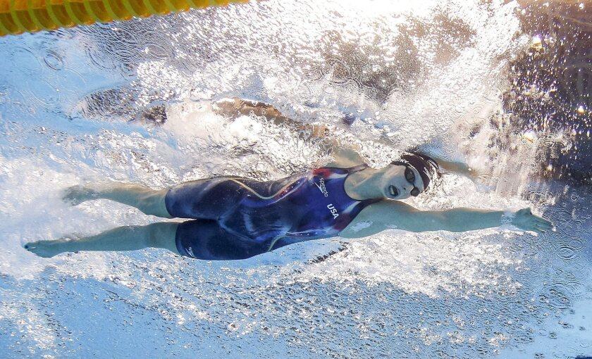 Katie Ledecky en el momento de imponer récord mundial en 400m estilo libre en Río 2016.