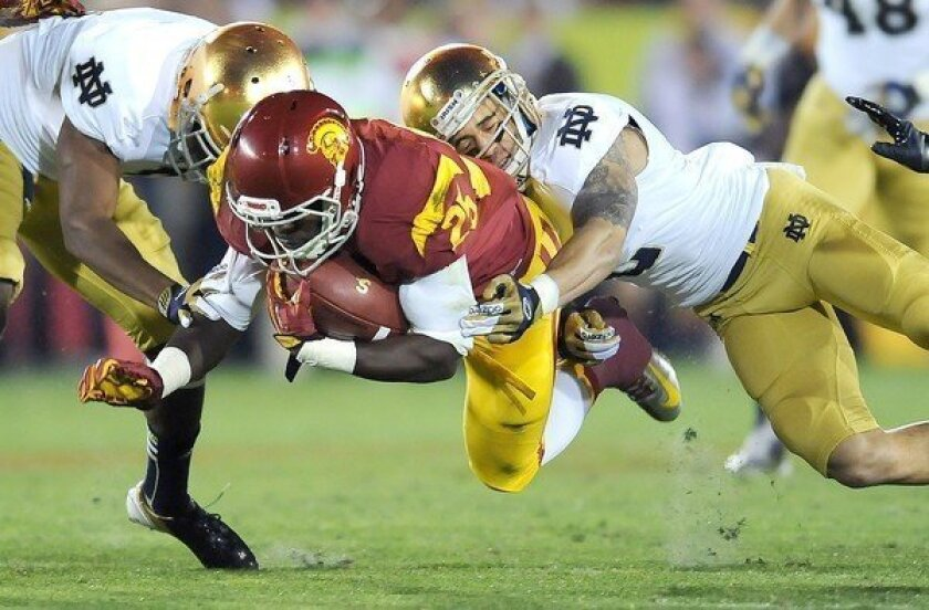 Notre Dame finishes off USC to complete unbeaten season