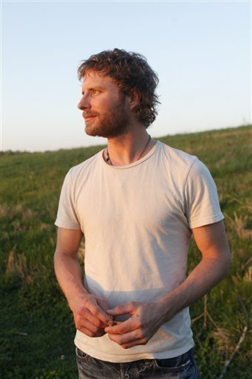 In this April 11, 2010 photo, Dierks Bentley poses for a portrait in Franklin, Tenn. (AP Photo/Josh Anderson)