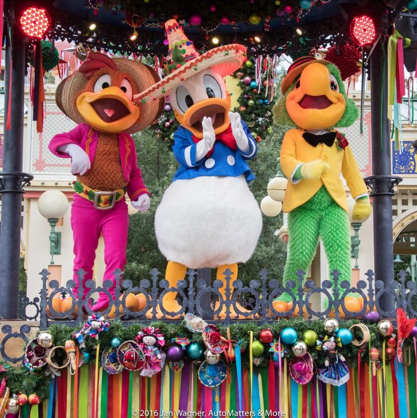 The Three Caballeros star in Viva Navidad!