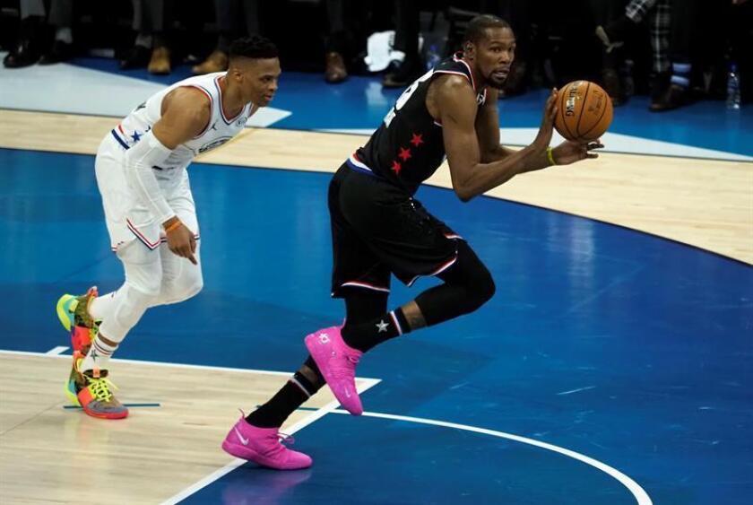 El jugador del equipo LeBron, Kevin Durant (d), en acción contra el jugador del equipo Giannis, Russell Westbrook (i) durante el juego de baloncesto de la NBA All Star en el All Star Weekend en el Spectrum Center en Charlotte, Carolina del Norte, EE. UU., El 17 de febrero de 2019. (Baloncesto, Estados Unidos) EFE