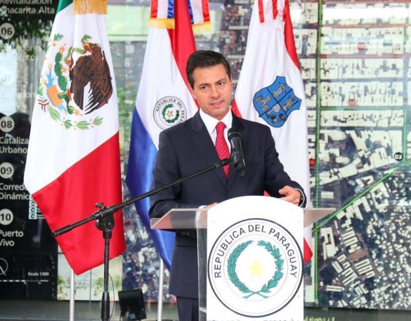 El presidente de México, Enrique Peña Nieto, habla tras recibir las llaves de la ciudad de Asunción hoy, jueves 18 de enero de 2018, en Asunción (Paraguay). EFE