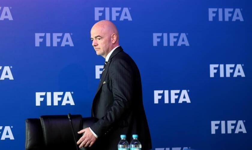 El presidente de la FIFA, Gianni Infantino, llega hoy, viernes 16 de marzo de 2018, a una rueda de prensa en Bogotá (Colombia). La FIFA aprobó el uso sistema de VAR (sistema de videoarbitraje) en el Mundial de Rusia 2018 durante la sesión número seis del Consejo de esa entidad celebrada hoy en Bogotá. EFE