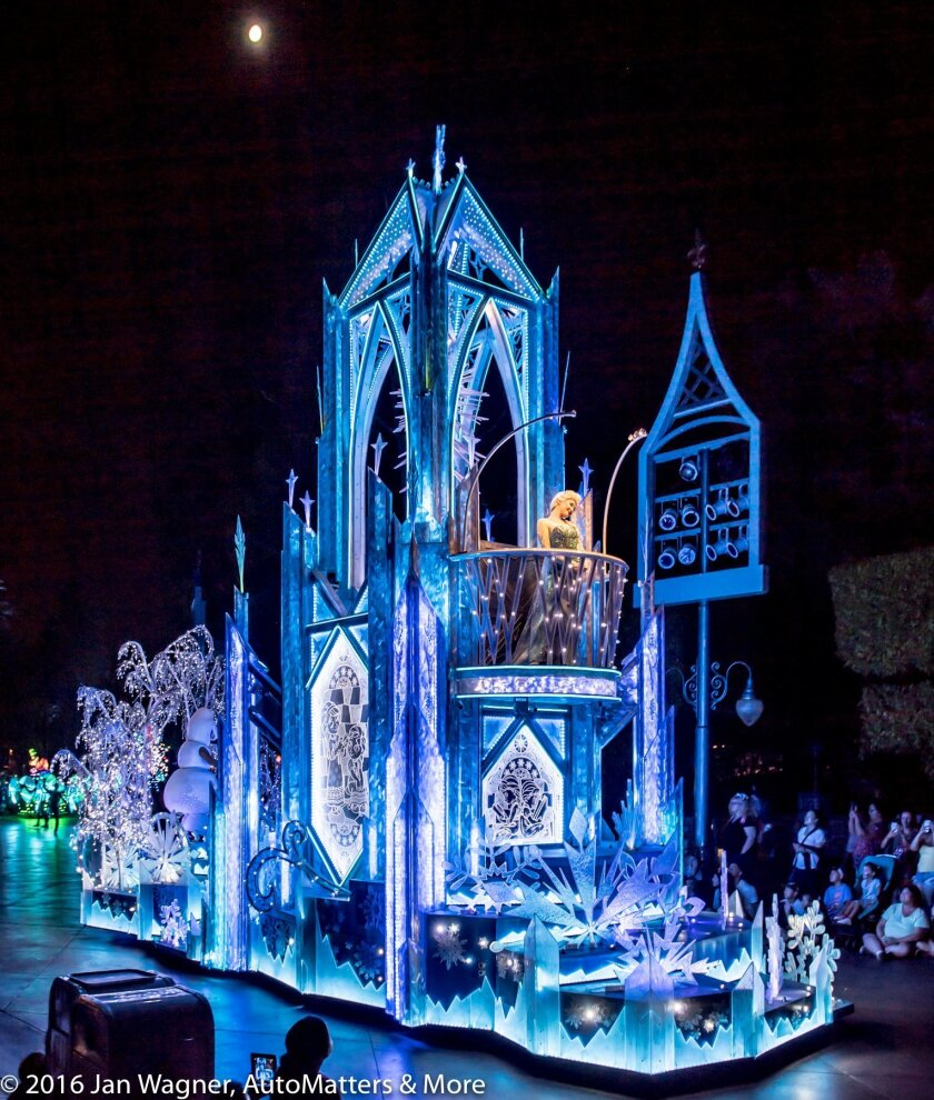 """Icy castle, Anna & Elsa from """"Frozen"""""""