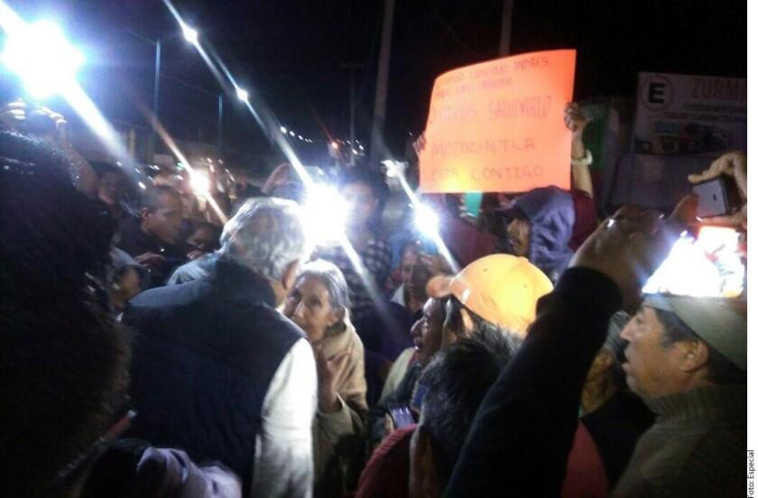 Pobladores de Motozintla, Chiapas, detuvieron la caravana de Andrés Manuel López Obrador para pedirle ayuda.