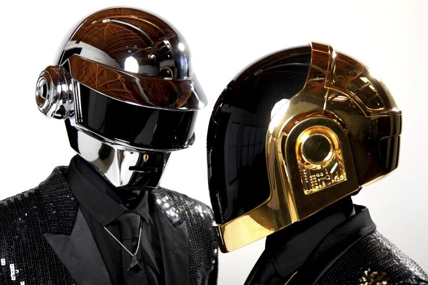 Thomas Bangalter, a la izquierda, y Guy-Manuel de Homem-Christo, de Daft Punk, posan en Los Ángeles.