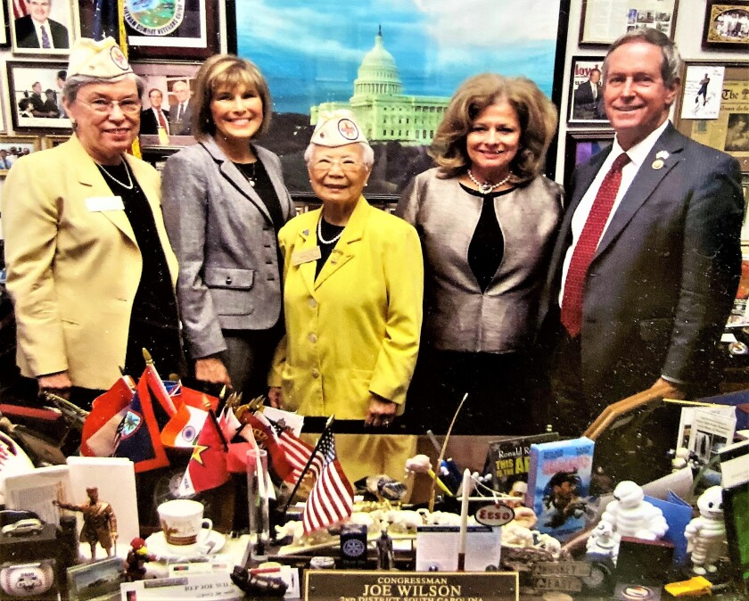 Widow tax group Edith Smith, Kathy Prout, Rose Lee, Vivianne Wersel with Cong. Joe Wilson.jpg