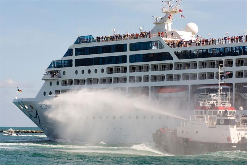 El puerto de Miami, la capital mundial de los cruceros, recibirá hoy nueve de estos barcos en sus muelles, lo que significa más de 52.000 pasajeros y un nuevo récord para el tráfico de un solo día, informaron fuentes portuarias. EFE/Archivo