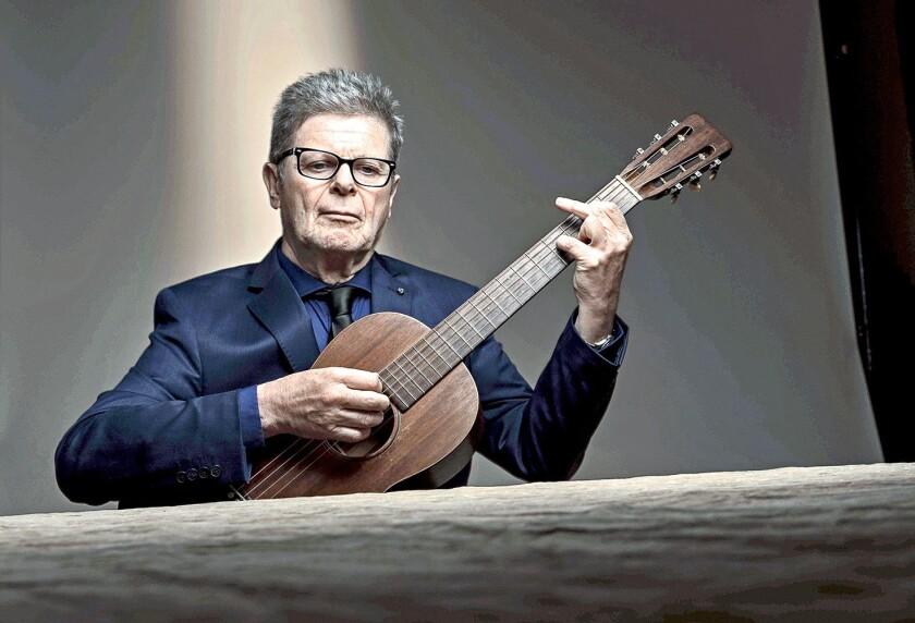 El compositor e intérprete argentino Gustavo Santaolalla tiene una larga trayectoria en la que ha hecho música para diferentes medios.