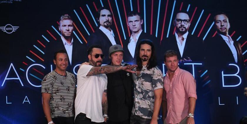"""La banda estadounidense Backstreet Boys posa tras una rueda de prensa ofrecida hoy, viernes 29 de diciembre de 2017, en el cierre de la gira """"Larger than Life"""" en Cancún Quintana Roo, (México). EFE"""