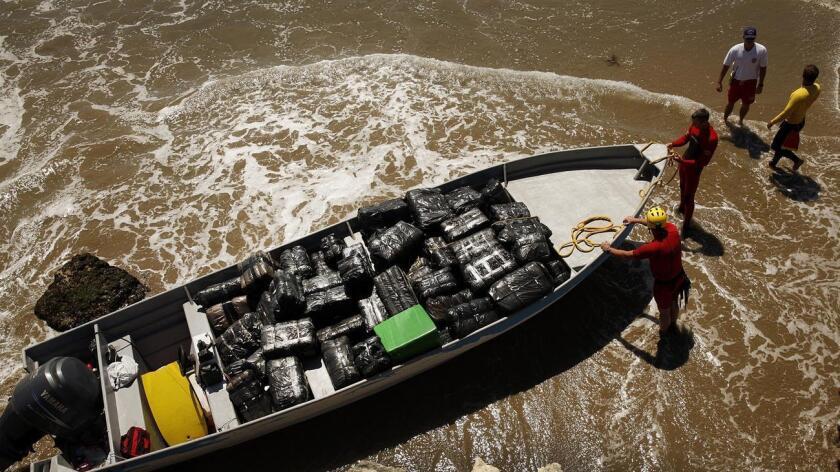 Una panga como la de la imagen fue localizada por la guardia costera con 3.000 libras de marihuana a bordo.