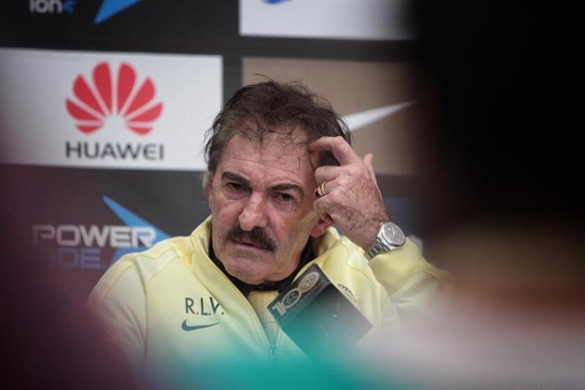 Ricardo La Volpe, entrenador del América.