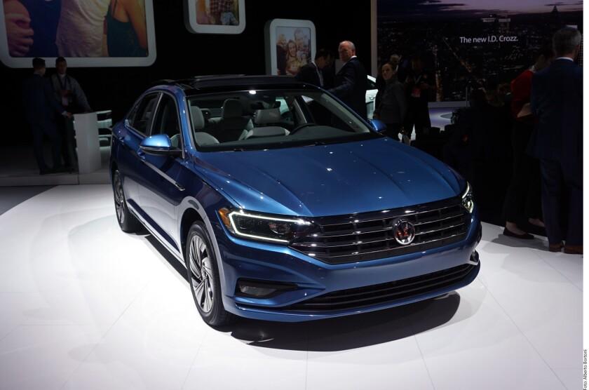 Volkswagen presentó finalmente a la nueva generación del Jetta basada en la plataforma MQB y con la motorización TSI cuatro cilindros de 1.4 litros.