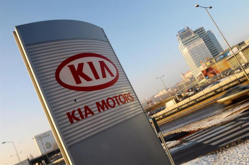 El fabricante surcoreano Kia ha sorprendido a propios y extraños con el debut en el Salón Internacional del Automóvil de Norteamérica (NAIAS), que se celebra en Detroit, de la berlina deportiva Stinger, un vehículo que apunta a competir con las marcas alemanas y japonesas de la gama alta. EFE/ARCHIVO