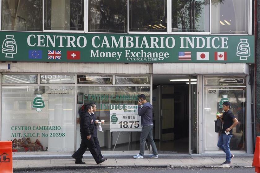 Fotografía del 29 de diciembre de 2017, de un centro cambiario en Ciudad de México (México). EFE