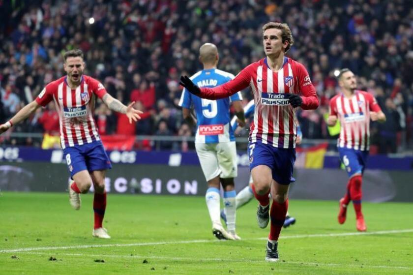 El delentaero francés del Atlético de Madrid Antoine Griezmann celebra su gol ante el Espanyol durante el partido de LaLiga Santander, correspondiente a la 17? jornada, que se disputó en el estadio Wanda Metropolitano.- EFE
