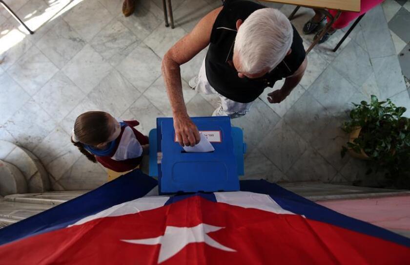 La Comisión del condado Miami-Dade pidió hoy al Gobierno de Estados Unidos, la Organización de Estados Americanos y la Organización de Naciones Unidas que no reconozcan un posible traspaso del poder en Cuba si no es fruto de elecciones libres. EFE/ARCHIVO