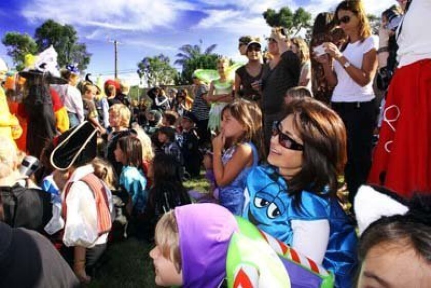 A large crowd turned out for the Bird Rock school's parade. Photo: Pearl Preis