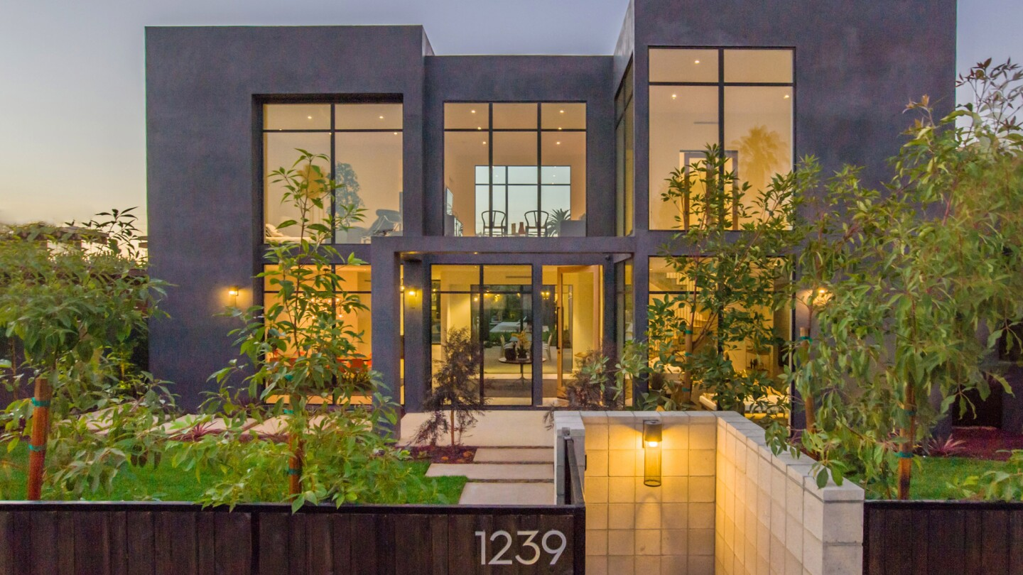Home Of The Day Newly Built Modern Compound In Venice Los
